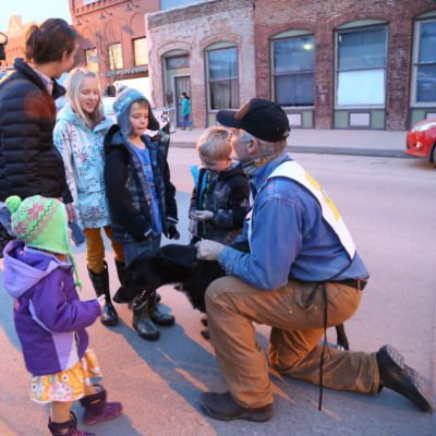 Jerry chats with fans in downtown Lander